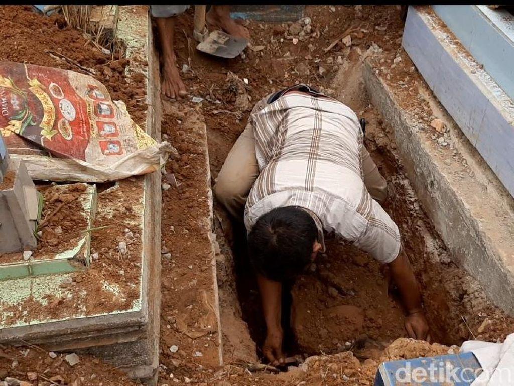 Polisi Buru Penggali Kubur Terkait Pembunuhan PNS yang Dicor di Palembang