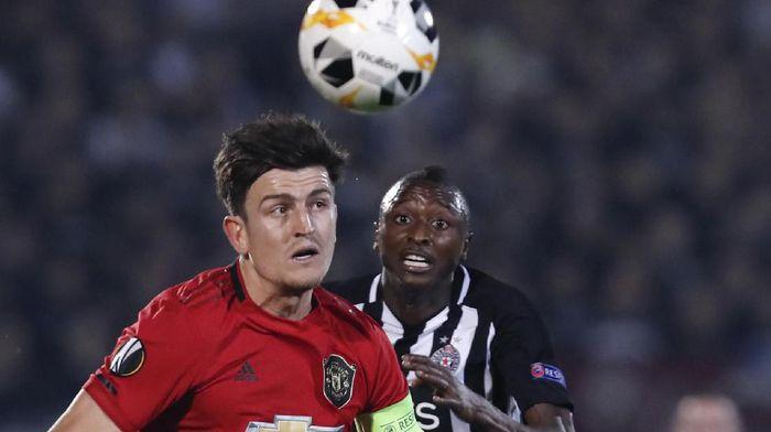 Harry Maguire saat mengapteni Manchester United menghadapi Partizan (AP Photo/Darko Vojinovic)