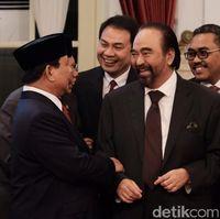Akrab! Momen Prabowo-Paloh Ngobrol di Pelantikan Wamen