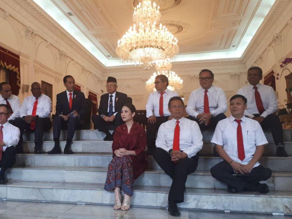 Lesehan Lagi, Jokowi Perkenalkan 12 Wamen Kabinet Indonesia Maju