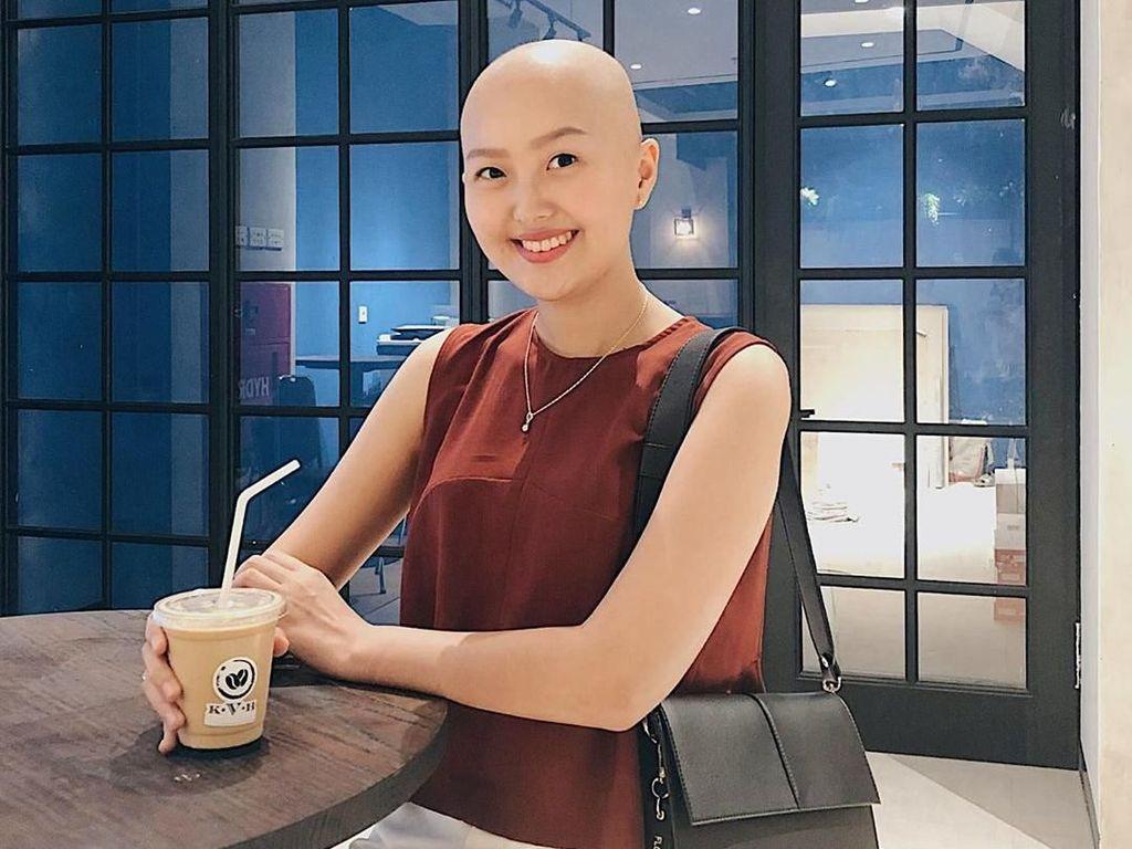Kecenya Kulineran Nadya Valerie, Pejuang Kanker yang Pede Berkepala Botak