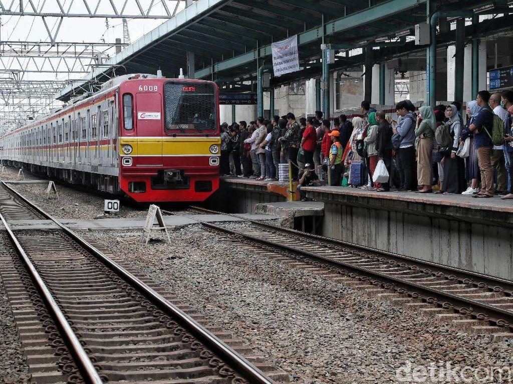 PT KCI Tambah Perjalanan KRL Mulai 1 Desember