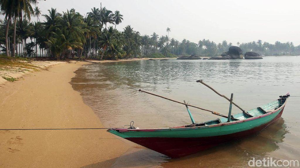 Terpukau Indahnya Pantai Batu Kasah Natuna