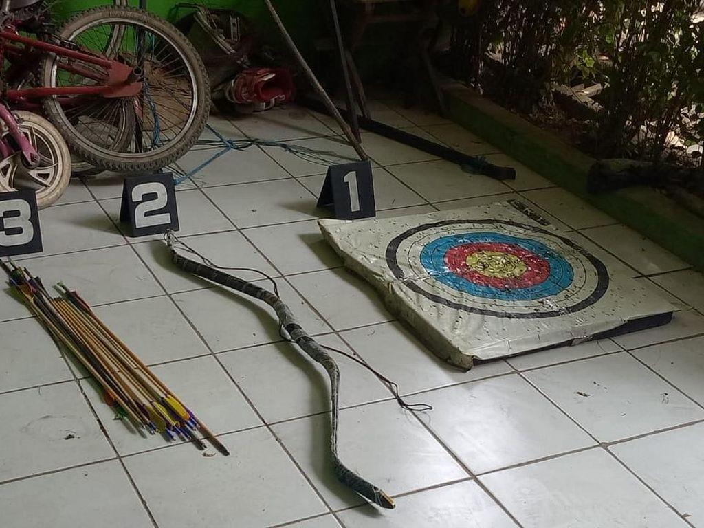Penampakan Panah dan Papan Target di Rumah Terduga Teroris Bekasi