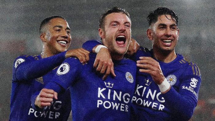 SOUTHAMPTON, ENGLAND - OCTOBER 25: Jamie Vardy of Leicster City celebrates after scoring his teams fifth goal with Youri Tielemans and Ayoze Perez during the Premier League match between Southampton FC and Leicester City at St Marys Stadium on October 25, 2019 in Southampton, United Kingdom. (Photo by Naomi Baker/Getty Images)