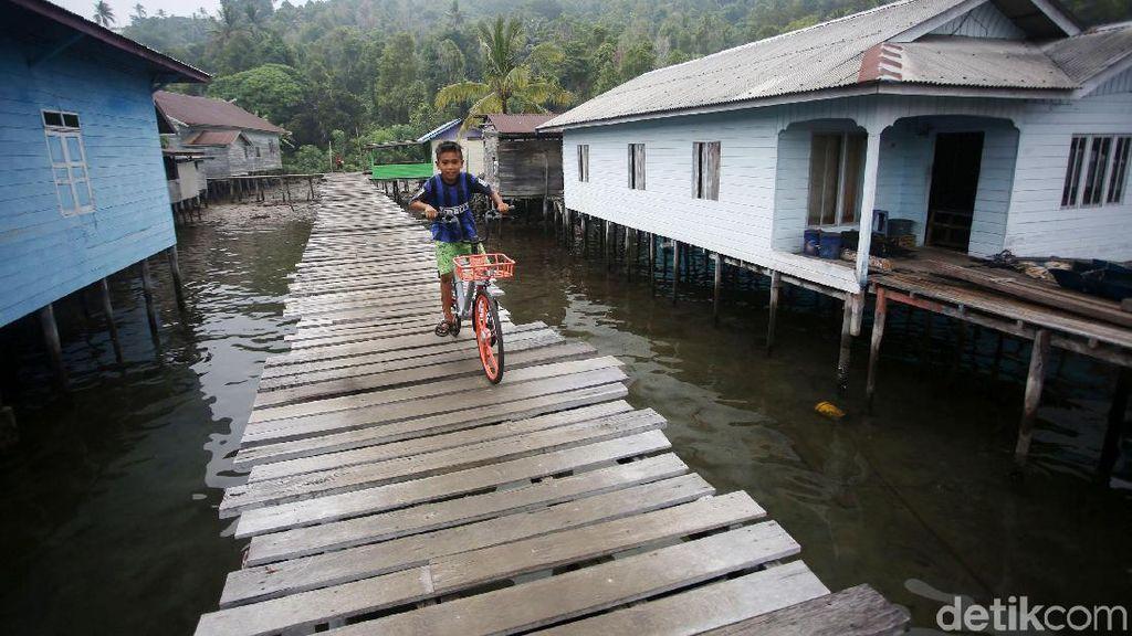 Melihat Kehidupan Warga Pulau Tiga Barat Natuna