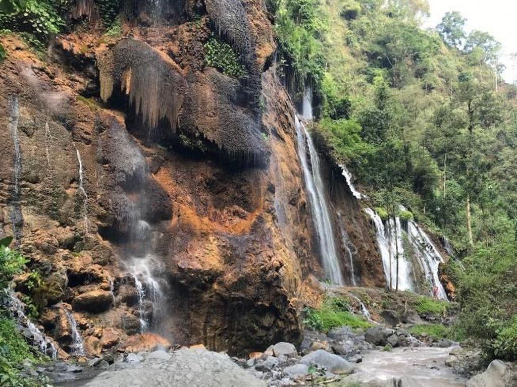 Foto: Air Terjun di Lumajang yang Begitu Indah