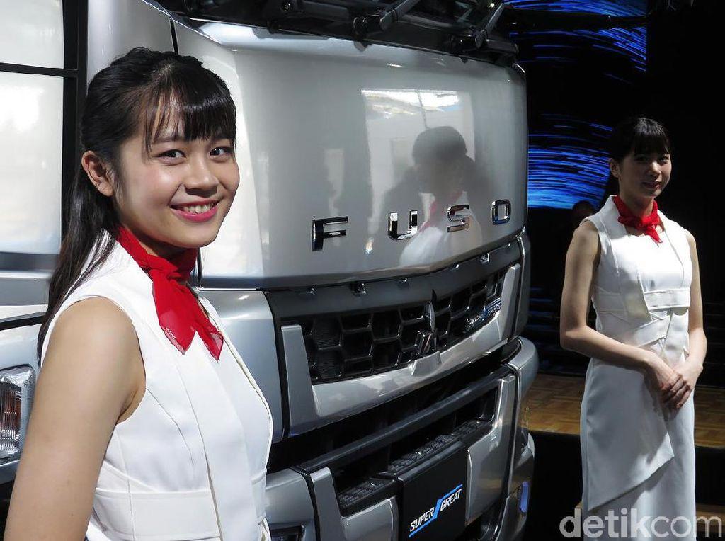 Terpukau Manisnya Gadis Jepang di Tokyo Motor Show
