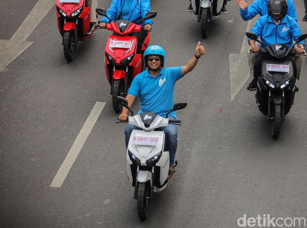 Momen Anies Pimpin Konvoi Jakarta Langit Biru