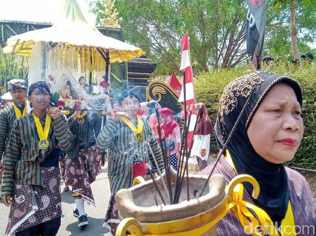 Foto: Tradisi Bersih-bersih Desa ala Orang Purworejo
