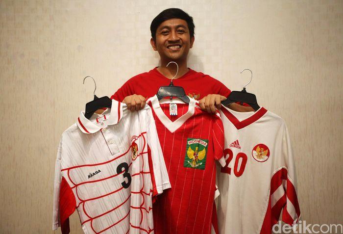 Budi menjadi salah satu penggemar sepakbola yang hobi mengoleksi jersey.