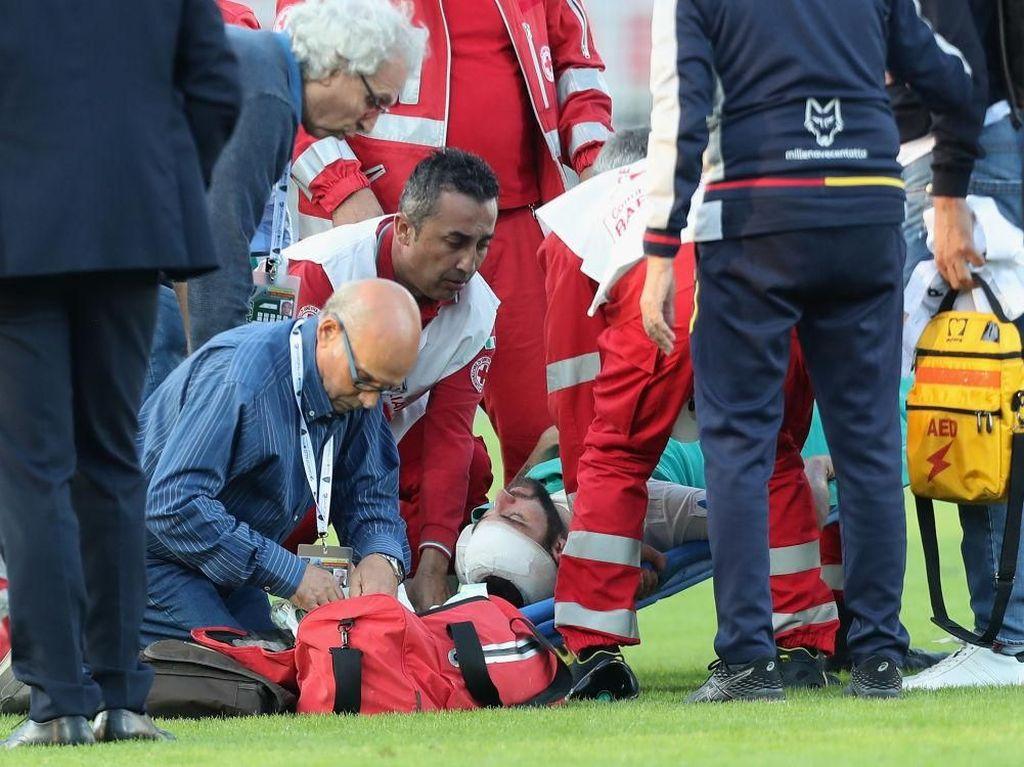 Berdarah-darah Saat Lawan Lecce, Higuain Dibawa ke Rumah Sakit