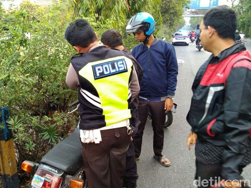 Polisi Selidiki Bentrok Dua Kelompok Warga di Frontage Ahmad Yani Surabaya