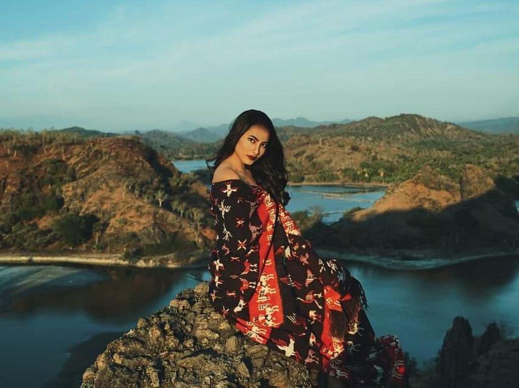 Potret Mawar Salem, Putri Pariwisata Indonesia 2019 yang Jago Main Sasando