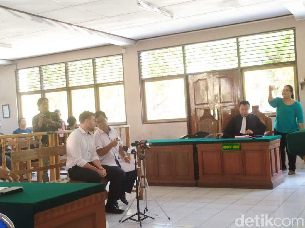 Bule Tendangan Kungfu ke Pemotor di Bali Dituntut 4 Bulan Bui
