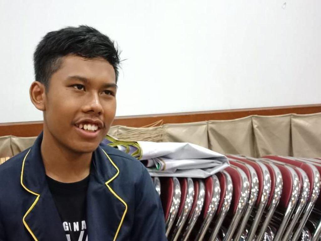 Febrian Bersuara Mirip Jokowi Stand Up Comedy di Sekolah, Siswa-Guru Ngakak