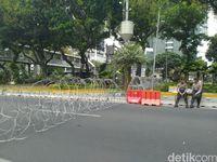 Akses ke Istana Ditutup, Demo Dipusatkan di Sekitar Patung Kuda