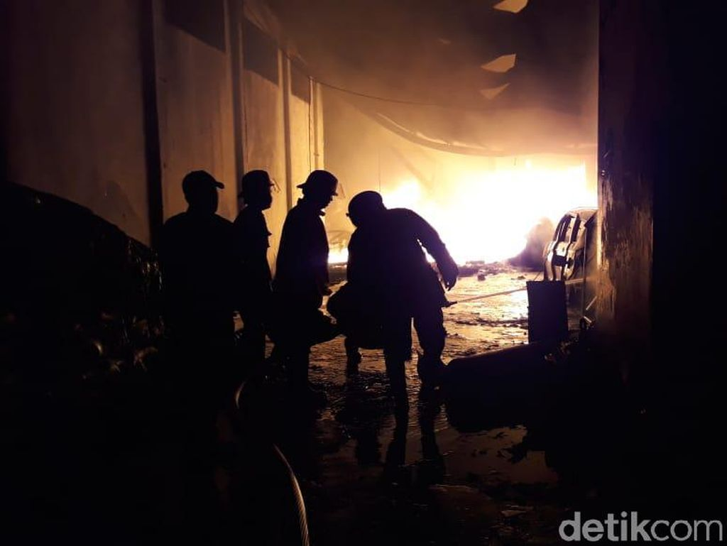 Kebakaran Pabrik Plastik di Sidoarjo Padam, Pemicu Api Diduga Korsleting