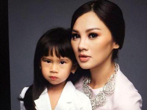 Super Sibuk, Simak Usaha Adinda Bakrie Jadi Ibu yang Asyik untuk Anak