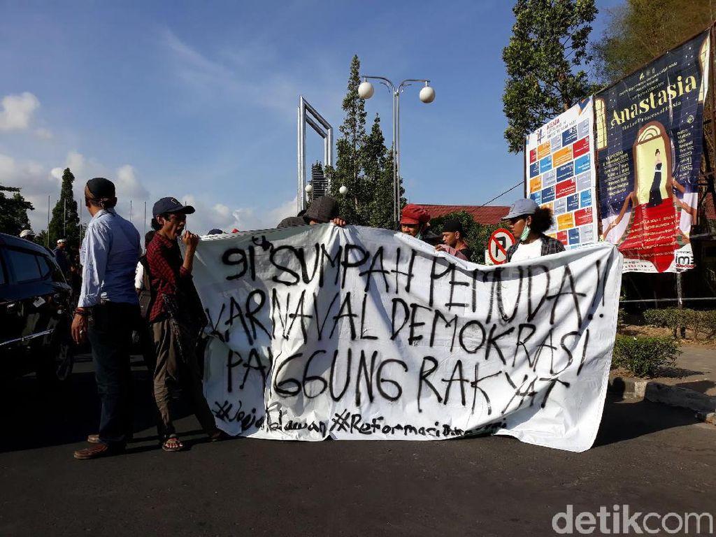 Tuntut Perppu KPK, Mahasiswa di Yogya Gelar Karnaval Demokrasi