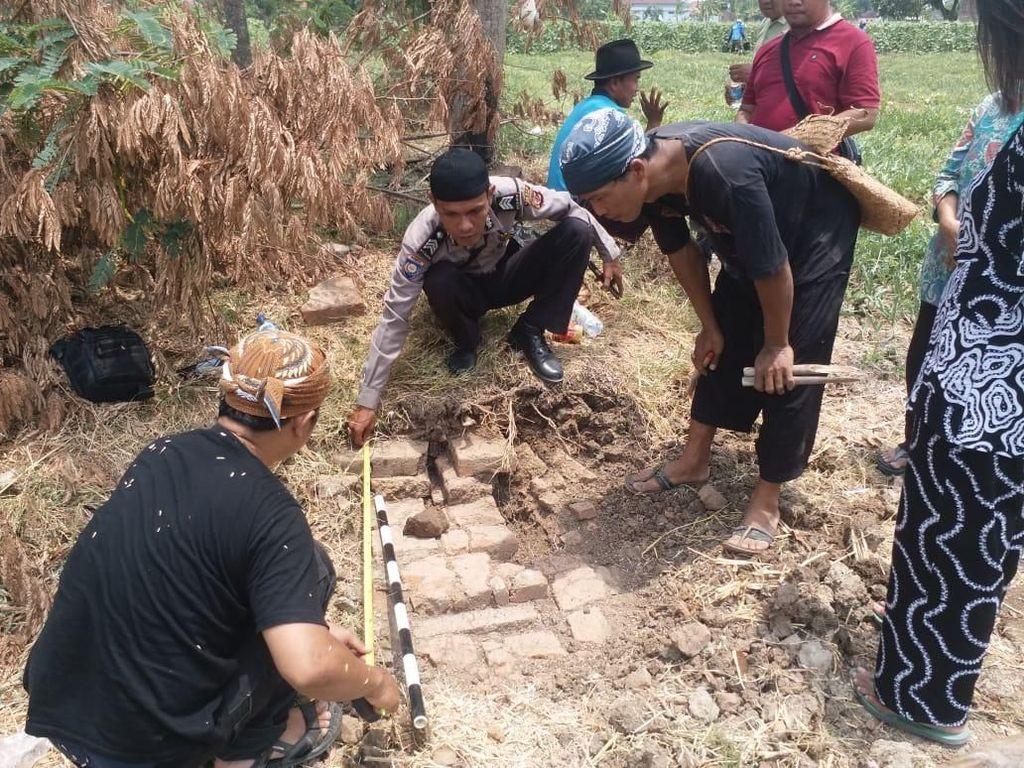Penjelasan Arkeolog UI soal Batu Telapak Kaki Anjing di Indramayu