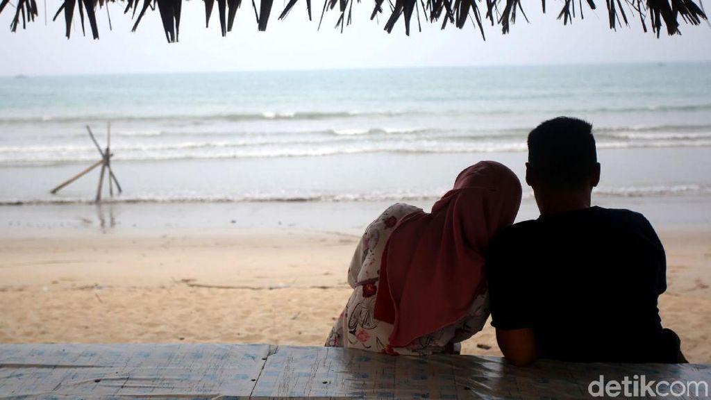 Berkunjung ke Pantai Tanjung di Pulau Terdepan Indonesia