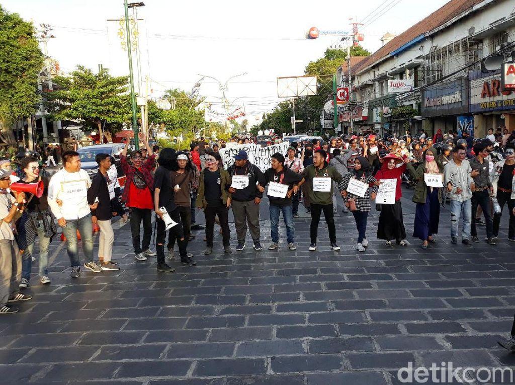 Mahasiswa Yogya Gelar Panggung Rakyat di Tugu Pal Putih
