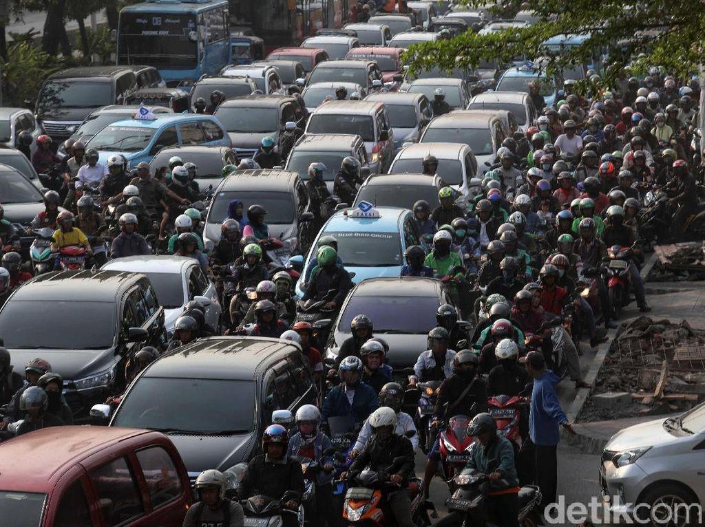Atasi Macet Jadi Pertimbangan Kenaikan BBN Kendaraan Jakarta