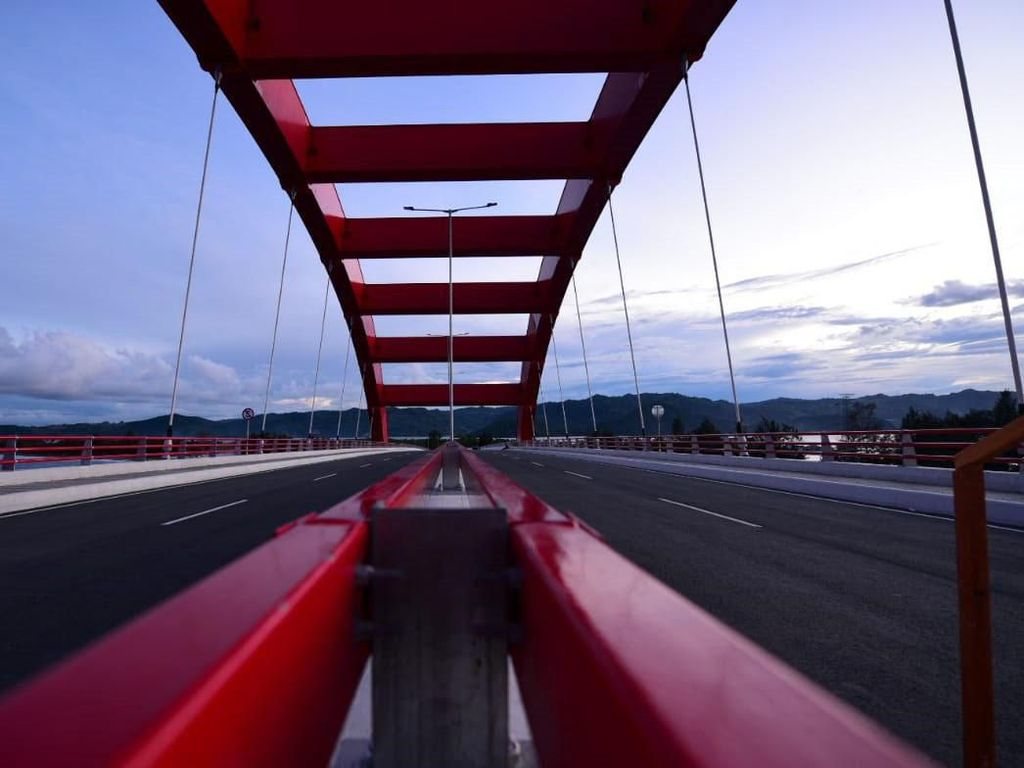 Lika-liku Pembangunan Jembatan Kebanggaan Jokowi di Papua