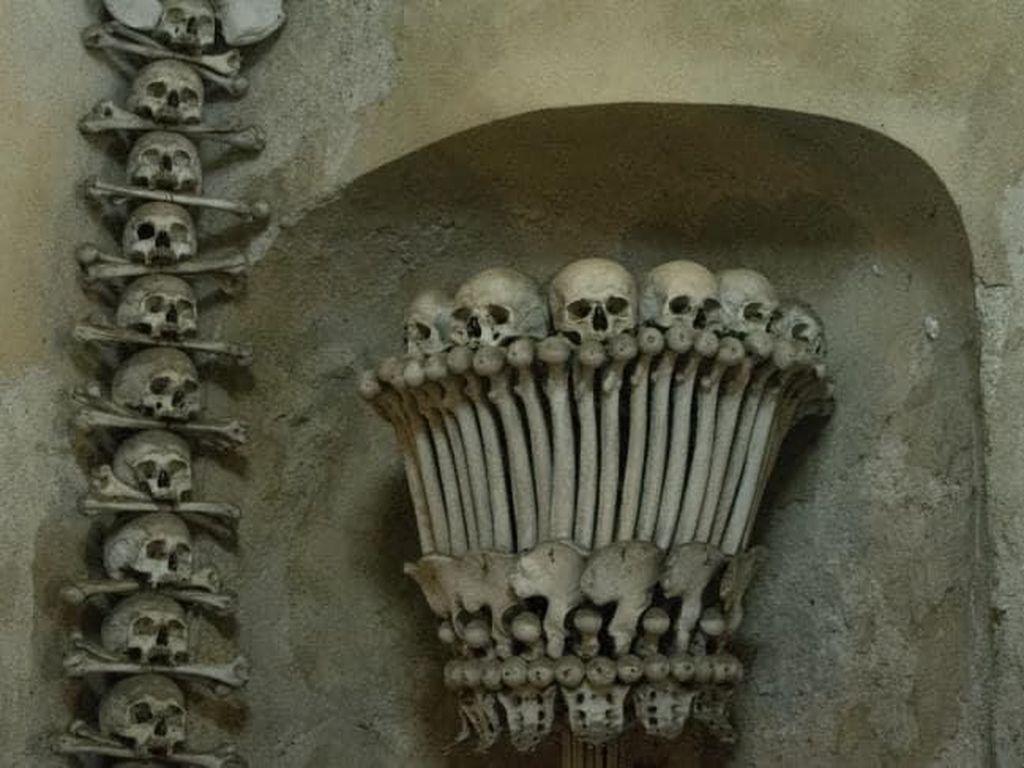 Dilarang Selfie di Gereja Isi Puluhan Ribu Tulang Manusia Ini
