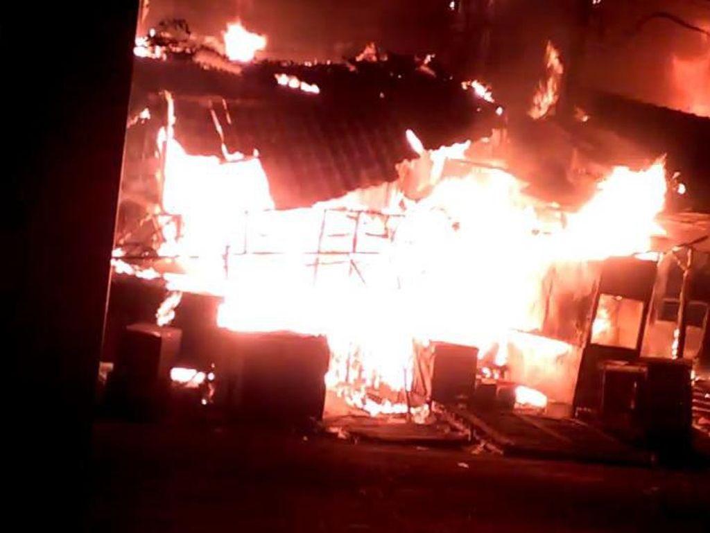 Pasar Tanah Merah Bangkalan Terbakar, Ratusan Kios Ludes Dilalap Api
