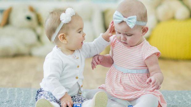 Cara Membuat Anak Kembar, Faktor Penentu & Risikonya