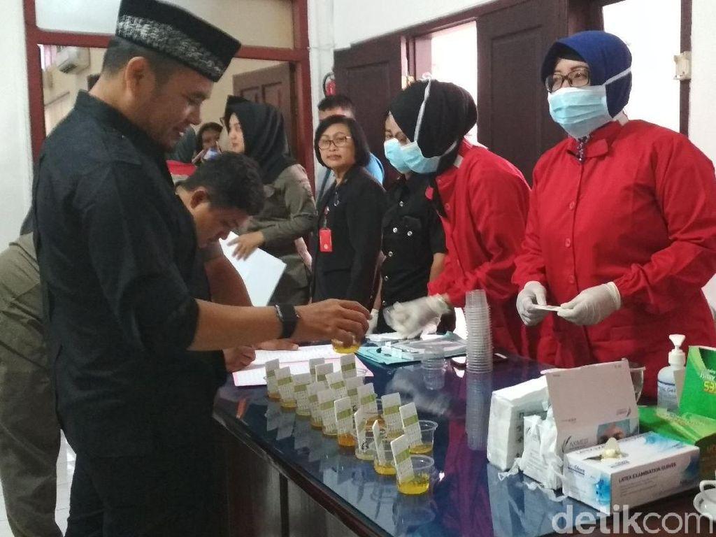 Dua Anggota DPRD Kota Blitar Ngacir Saat Dites Urine