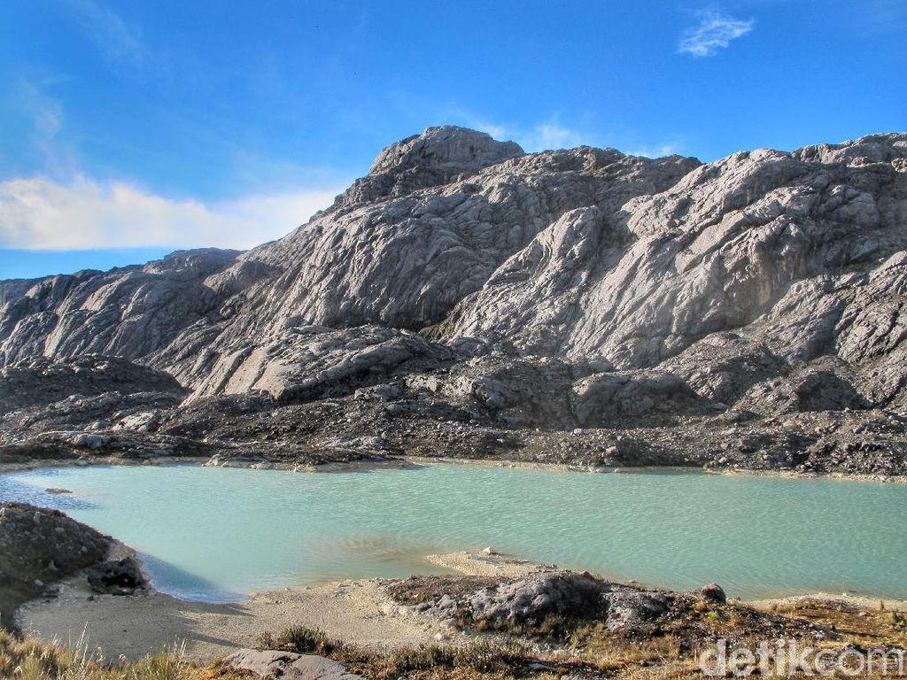 Bukan Cuma Sentani, Ada Danau Sangat Cantik di Pegunungan Tengah Papua