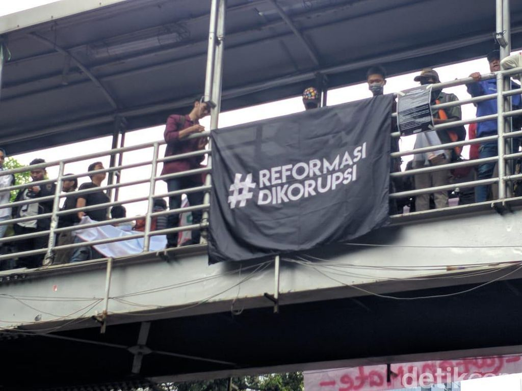 Mahasiswa Menanti Perppu KPK, PSI Malah Dukung UU KPK yang Baru