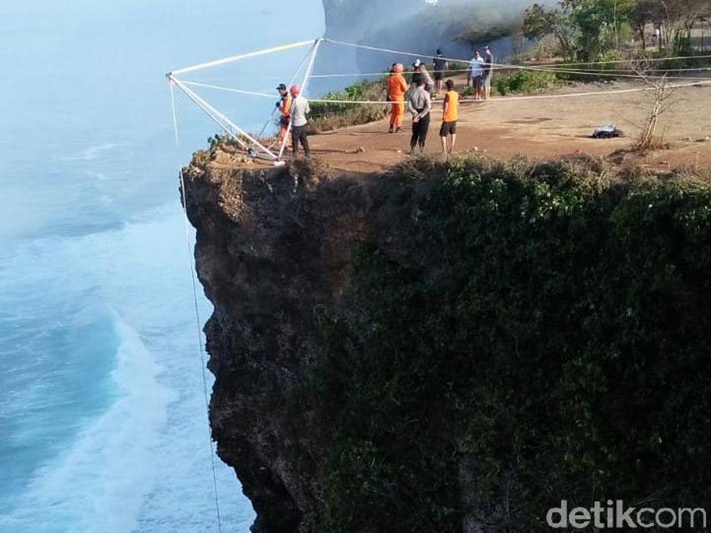 Bule Jatuh dari Tebing Pecatu Bali, Tim SAR Menyisir