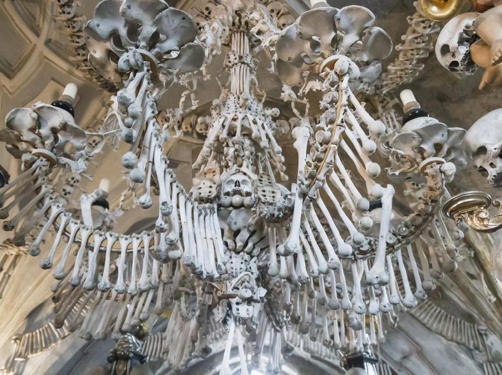 Potret Gereja dengan Puluhan Ribu Tulang Manusia