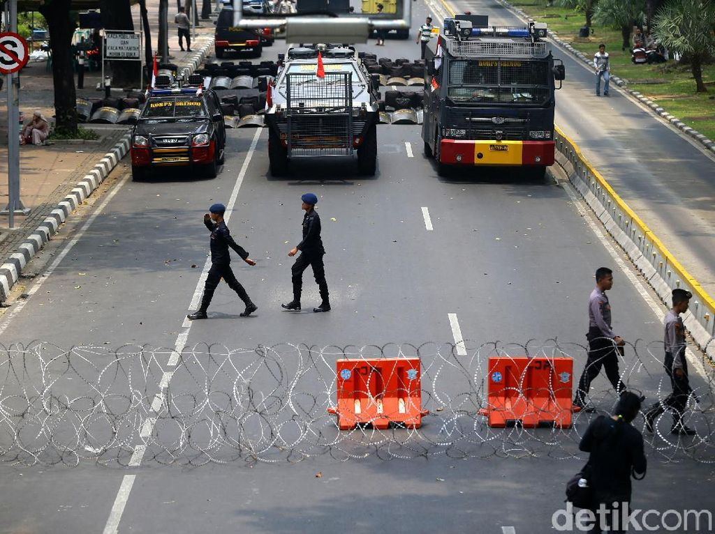 Jalan Medan Merdeka Barat Ditutup Jelang Demo Mahasiswa