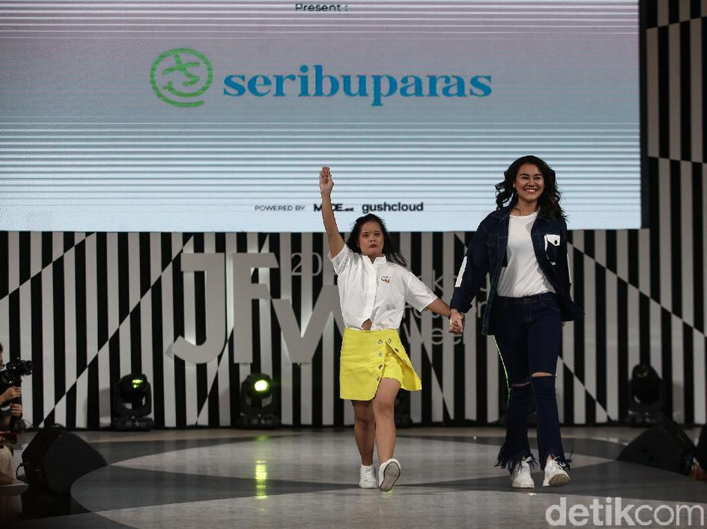 Aliyah Massaid Jadi Model Jakarta Fashion Week Bareng Remaja Down Syndrome