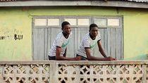 Foto: Kota yang Dipenuhi Orang-orang Kembar
