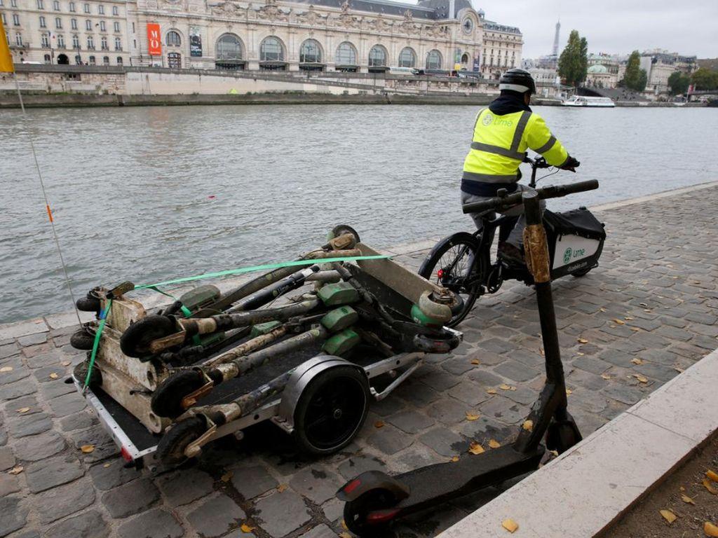 Di Paris, Skuter Jadi Sampah dan Kotori Sungai