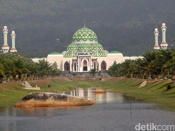 Megahnya Masjid Agung Natuna di Perbatasan Indonesia