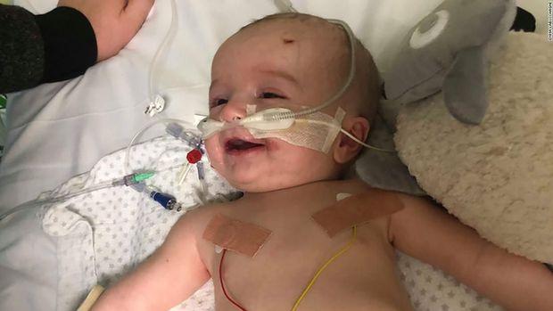 Bikin Haru, Bayi 14 Minggu Tersenyum Saat Bangun dari Koma