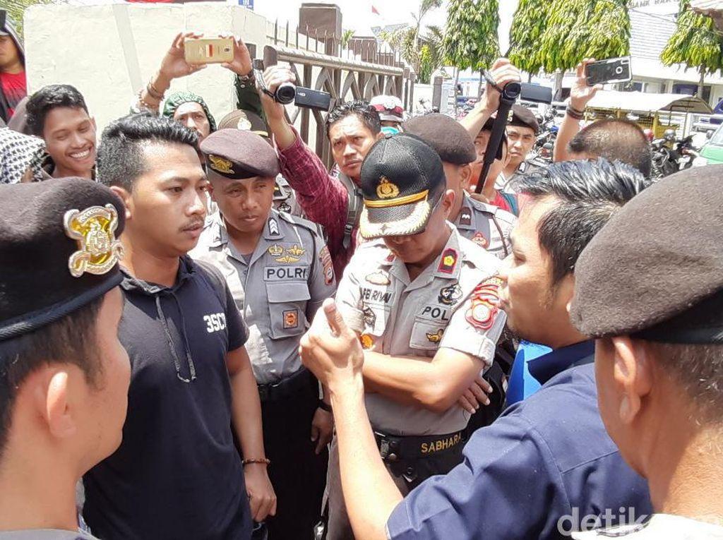 Demo PN Sungguminasa, Massa Minta Dosen UNM Pembunuh Zulaiha Dihukum Mati