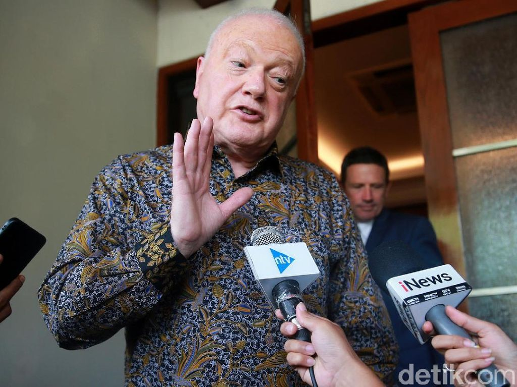 Dubes Australia Pakai Batik saat Bertemu Menko Polhukam Mahfud MD