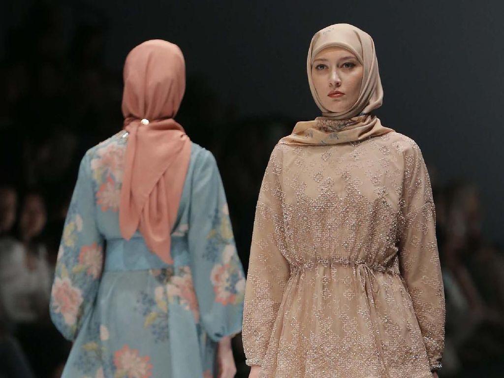Busana Muslim dengan Teknik Jahit Kuno Jepang di Jakarta Fashion Week 2020