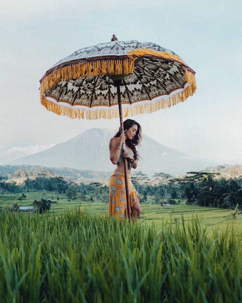 Di daftar pertama influencer pariwisata dunia ada Chelsea Yamase atau yang dikenal dengan nama akun Instagram @chelseakauai. Berawal dari kecintaannya mengunggah foto-foto travel di Instagram, dara asal Hawaii ini meraih popularitas dalam waktu yang cukup cepat (@chelseakauai/Instagram)