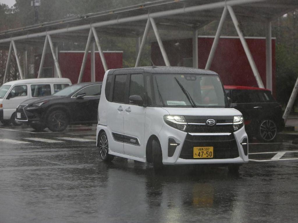Mobil LCGC Daihatsu Bisa Juga Pakai Fitur Parkir Otomatis?
