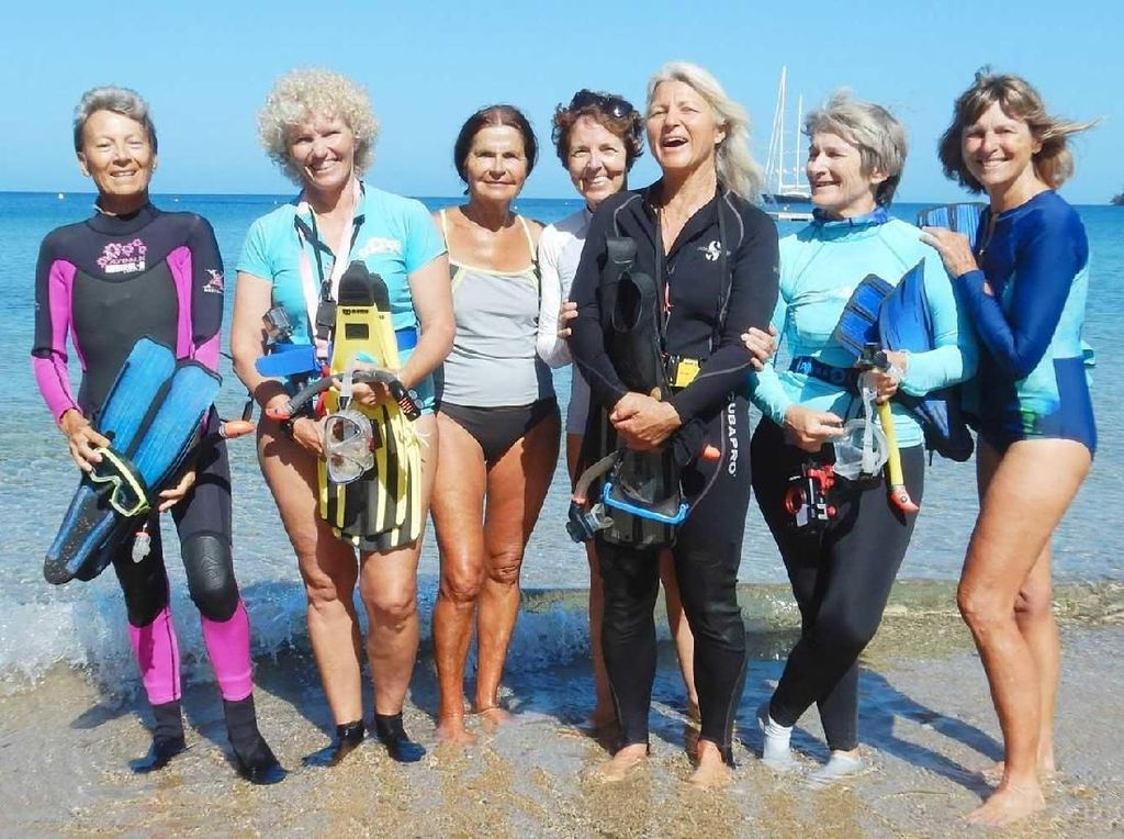 Kisah Para Nenek Fantastis Telusuri Jejak Ular Laut Mematikan