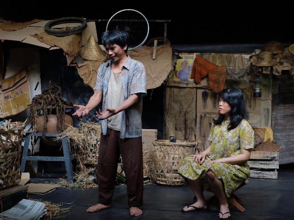 Begini Cuplikan Lakon Teater Koma J.J Sampah-Sampah Kota